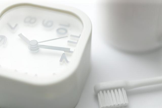 時計と歯ブラシ